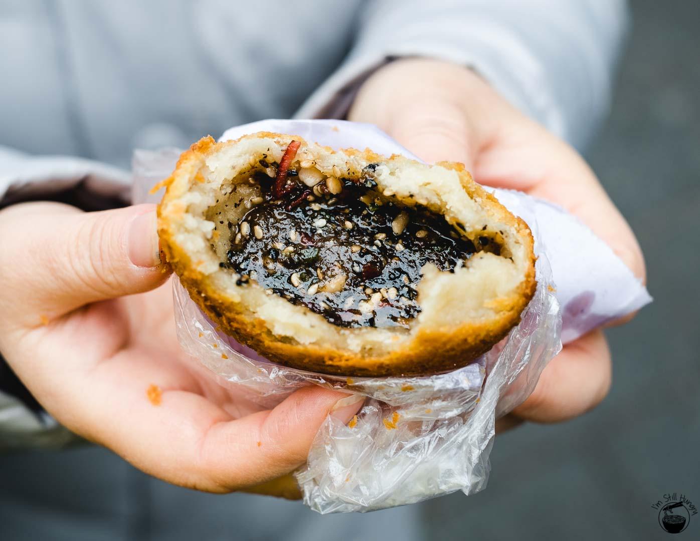 炸油糕 (zha you gao) Hui Min Jie Xi'an Muslim Street Food